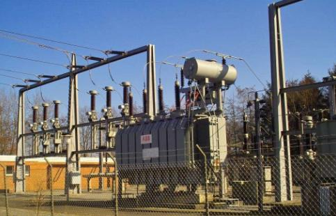 How does the transformer transmit electric energy?
